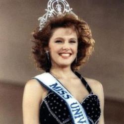 Mona Grudt Miss Universe